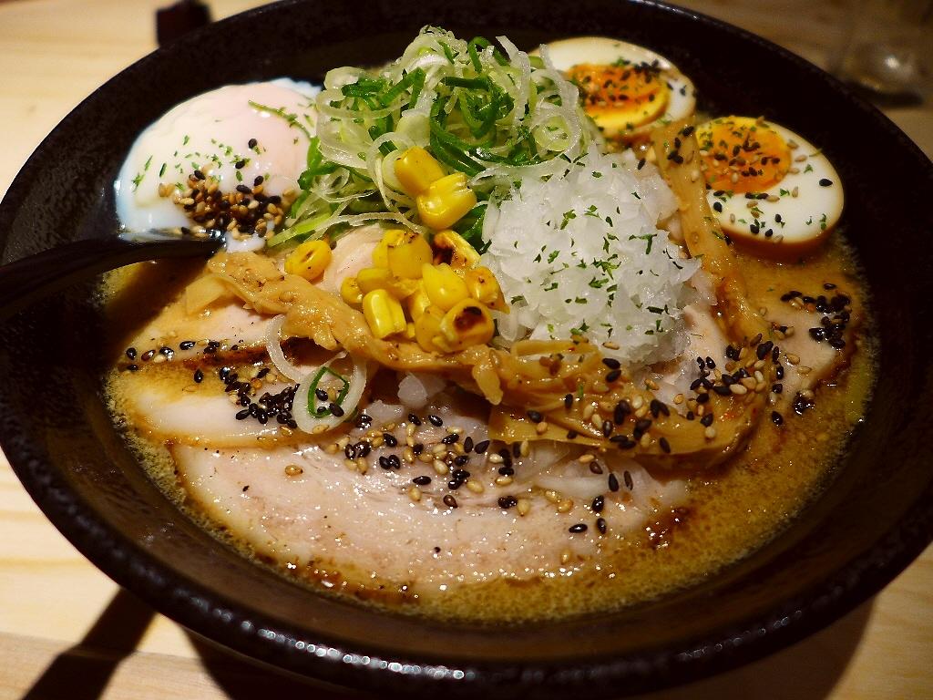 画像2: 本日のランチは東心斎橋に明日2016年5月20日(金)オープン予定のラーメン屋さん「札幌らーめん獅子王」に行きました。今日はオープニングレセプションということでご招待いただきました。ラーメンのメニューは味噌ラーメンのみと... emunoranchi.com