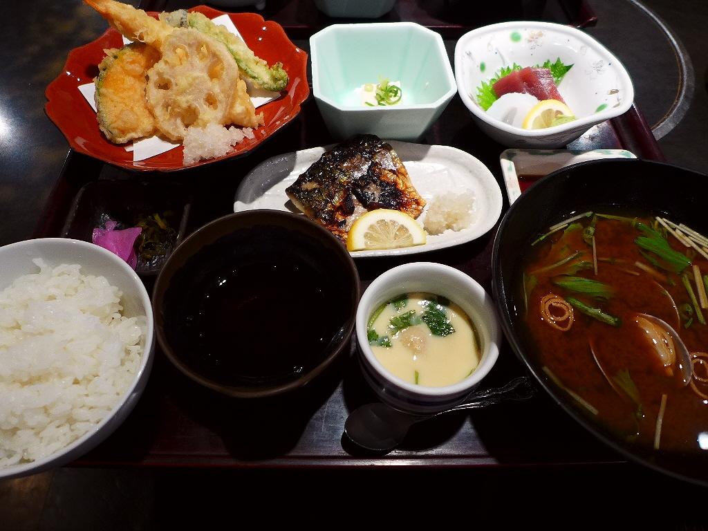 鮮魚が美味しい居酒屋のボリューム満点で満足感が高すぎるランチセット! 京橋 「魚の上よし 京橋店」