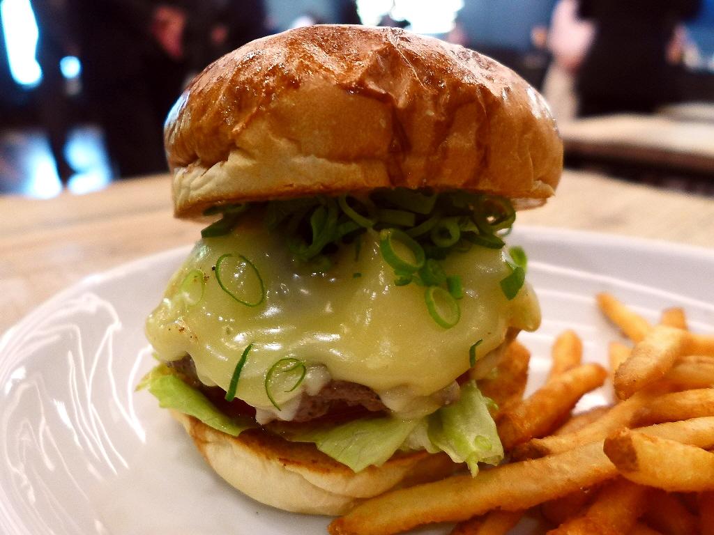 東京・原宿で大人気のハンバーガーが関西初上陸!ドーナツも旨い!! 京都市中京区 「MOTION DINER KYOTO(モーションダイナー京都)」