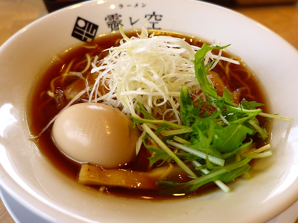 鶏の旨みと牡蠣の風味が醤油で見事にまとまった完成度の高いラーメン! 京都市中京区 「ラーメン ハレソラ」