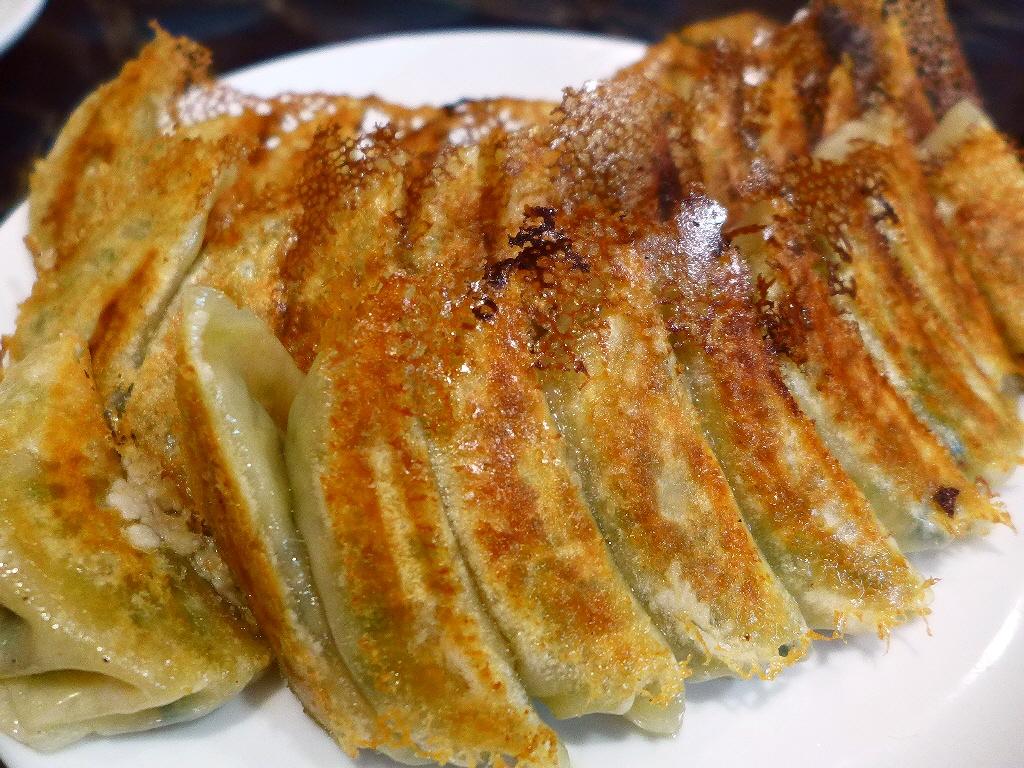 画像2: 本日のランチは中央区瓦町にある中華料理屋さん「ニュー上海」に行きました。中毒性大のB級ジャンク系の味わいの超人気で私も大好きな大衆中華で、今日は親友のSちゃんとその仲間たちで行ってきました!行ったのは夜ですが、今日はお昼... emunoranchi.com