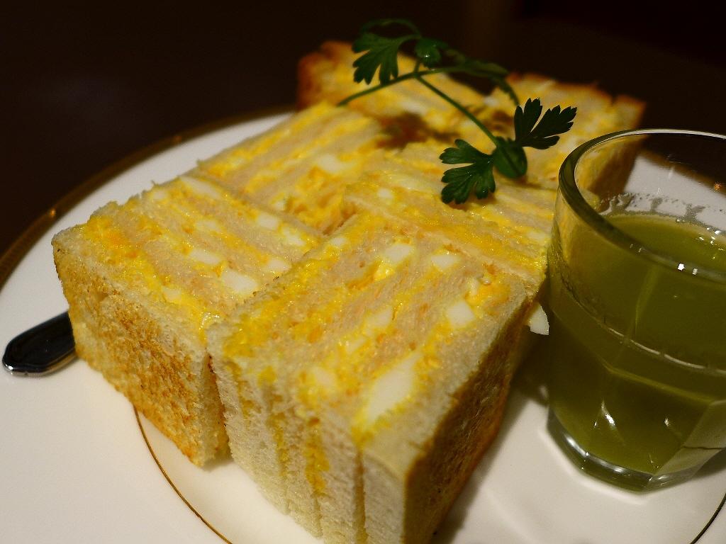 玉子と超薄のしっとりふわふわパンがミルフィーユになった新食感の絶品タマゴサンド! 天王寺 「あべのカツサンドパーラー ロマン亭」