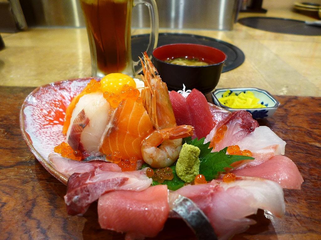 豪華すぎる海鮮丼がとてもリーズナブルにいただけるお値打ちランチ! 天神橋5 「海鮮居酒屋 天満産直市場」