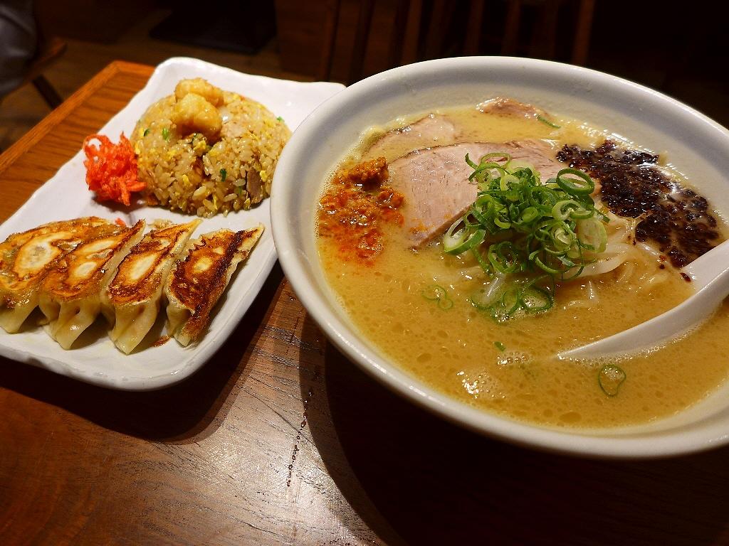 画像2: 本日のランチは梅田にあるラーメン屋さん「らーめん かんじん堂 熊五郎」に行きました。お昼の仕事が長引いて、危うくお昼ご飯を食べ逃しそうになりましたが、こちらのお店は梅田のど真ん中で通し営業をされているので、そういう時はと... emunoranchi.com