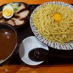 熱盛りの中太麺に生卵を絡めていただく大阪流つけ麺はちょっとびっくりの美味しさです! 上本町 「とんとん拍子」