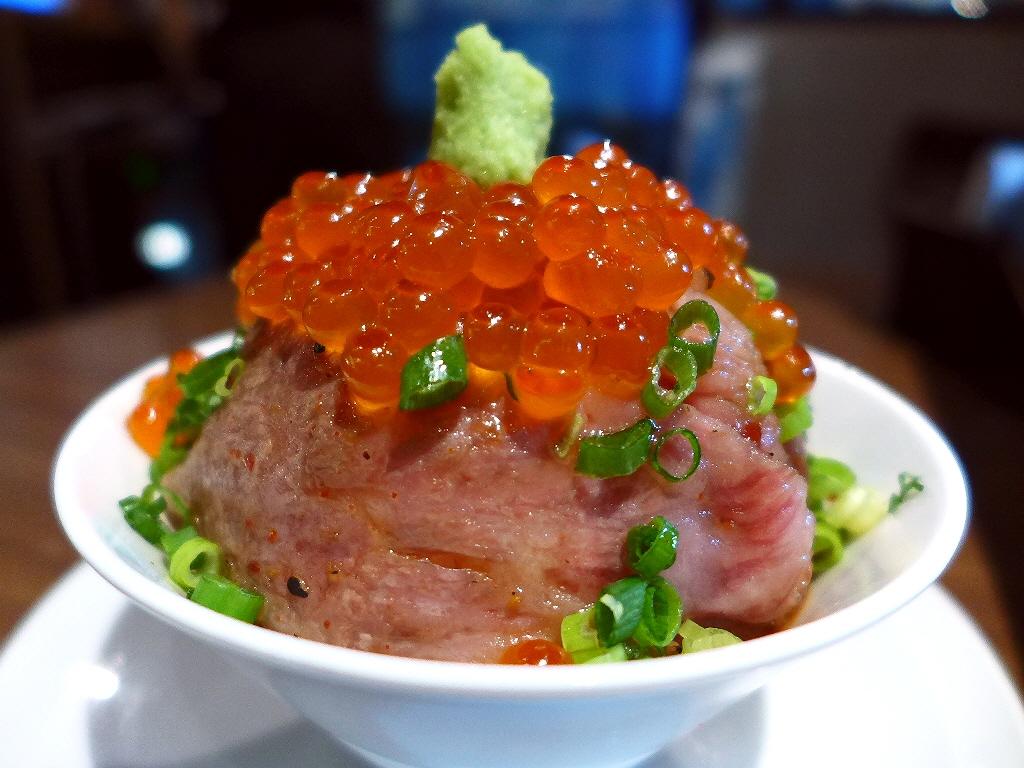 """お肉といくらの組み合わせの """"にくら丼"""" は感動的に美味しかったです! 東京都墨田区 「牛8 錦糸町店」"""