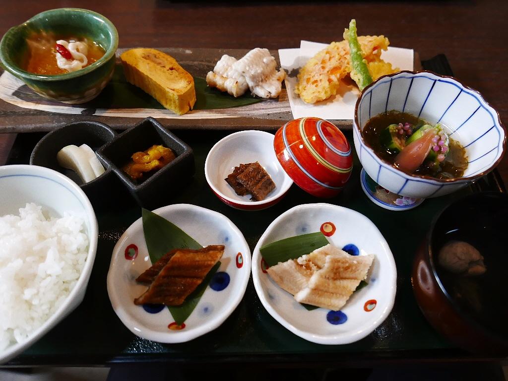 画像2: 本日のランチは京都市中京区にある穴子料理の専門店「穴子家NORESORE 京都本店」に行きました。大阪の福島区にもある様々な穴子料理が食べられるお店の本店で、福島のお店はランチ営業はしていないので、こちらのお店に穴子ラン... emunoranchi.com