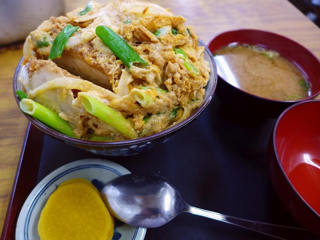 画像2: 本日のランチは西宮市にある大衆食堂「大力食堂」に行きました。地元の人たちのみならず、遠くからもお客さんが訪れる大人気の昔ながらの大衆食堂で、今日は名物のかつ丼を食べに行ってきました!かつ丼は「大」と「小」の2種類があり、... emunoranchi.com