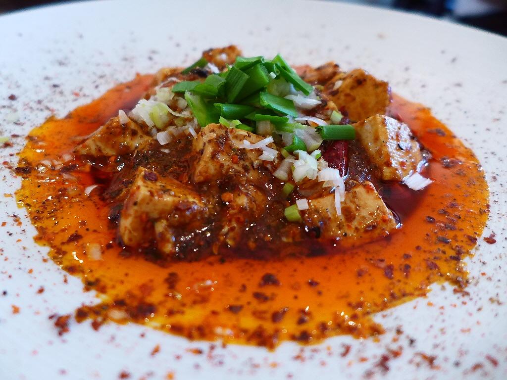 非常に深い旨みと辛みのバランスが絶妙の本格的な味わいの麻婆豆腐に感動! あびこ 「中国小菜 双琉」