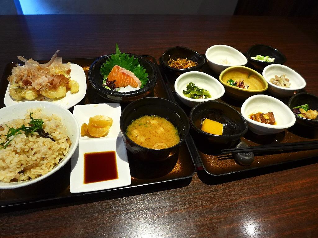 美味しいお惣菜とご飯がお代わりし放題の良心的すぎる居酒屋ランチ! 堺市美原区 「千尋の道」