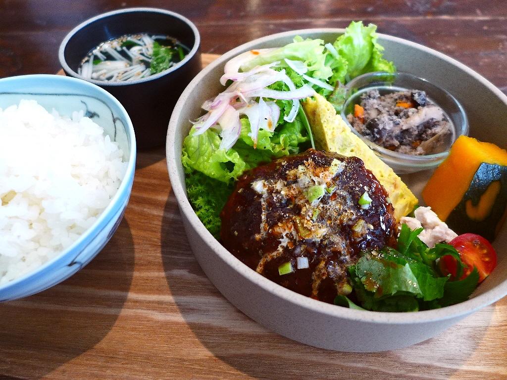 画像2: 本日のランチは西区京町堀にあるカフェ「グローブピッコラ」に行きました。「ふわふわ玉子のポークライス」や「担々ライス」や「照り焼きチキン麻ヨネーズ」といった、常に独創的な新ジャンルのメニューを追及して創出している私の大好き... emunoranchi.com
