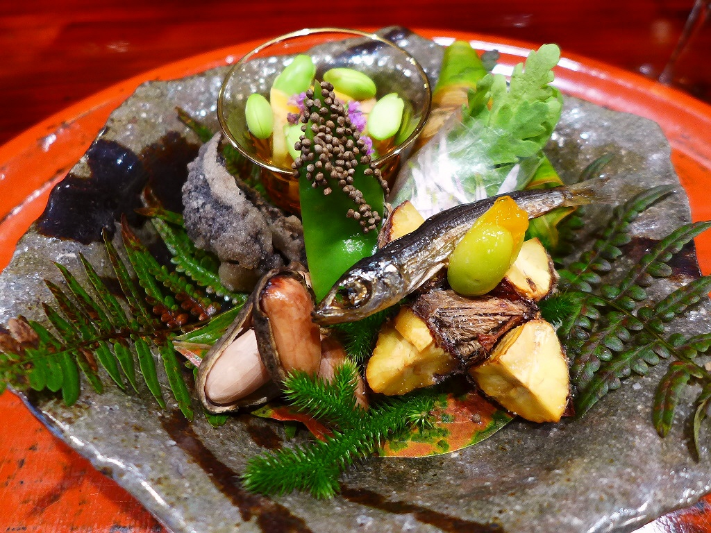 京都で最高峰に予約困難なお店の伝統の摘草料理で心の底から感動をさせていただきました! 京都市左京区 「草喰なかひがし」