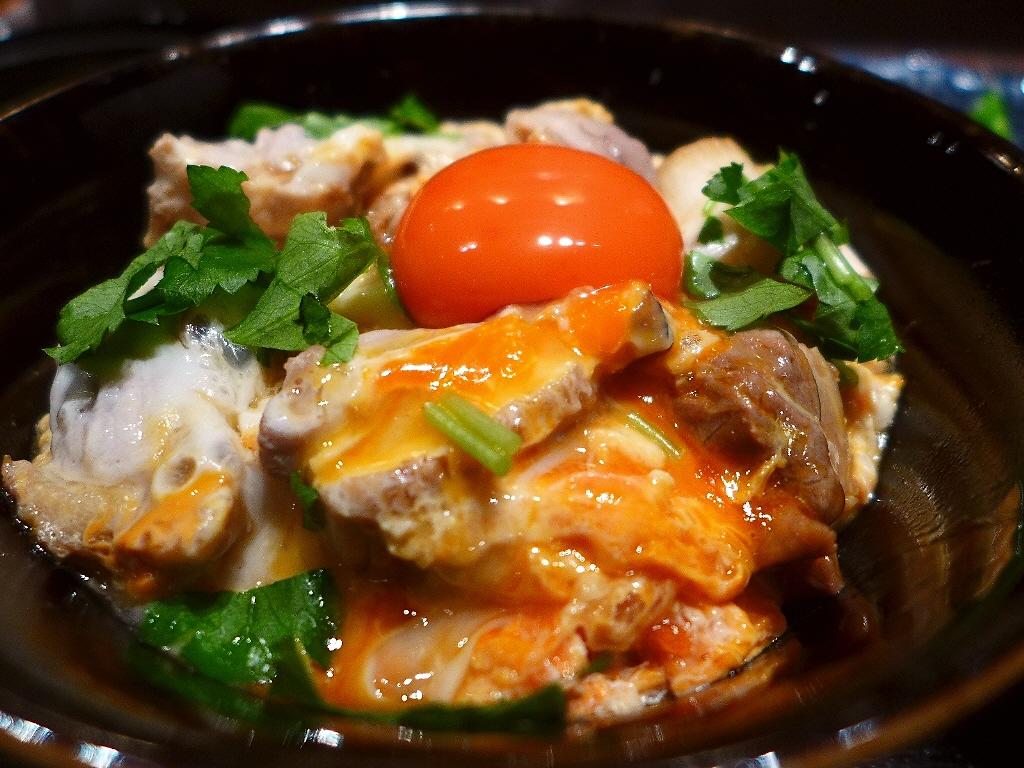 高級焼鳥店の比内地鶏がゴロゴロ入った贅沢親子丼ランチ! 北新地 「播鳥premium」