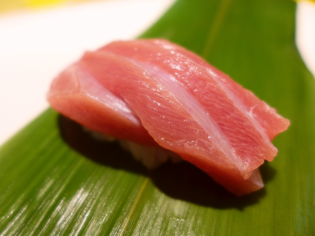 画像2: いつも大変お世話になっているT様に、またまた贅沢過ぎるホームパーティにご招待いただき行ってきました!今回はなんと、自宅の庭に近代マグロの出張解体ショーを呼んで、マグロ1匹を丸ごと食べ尽くし、さらにそのマグロを有名寿司職人... emunoranchi.com