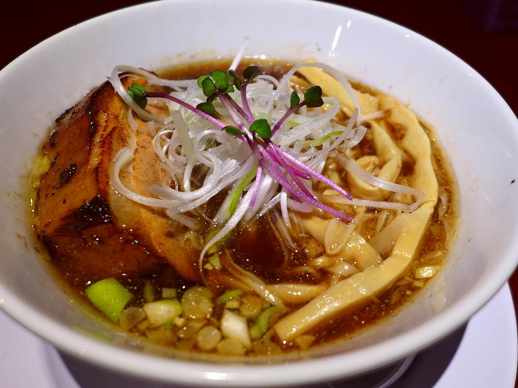 超肉厚巨大チャーシューと洗練された熟成煮干し醤油スープが絶品です! 東大阪市 「河内の中華そば 醤」