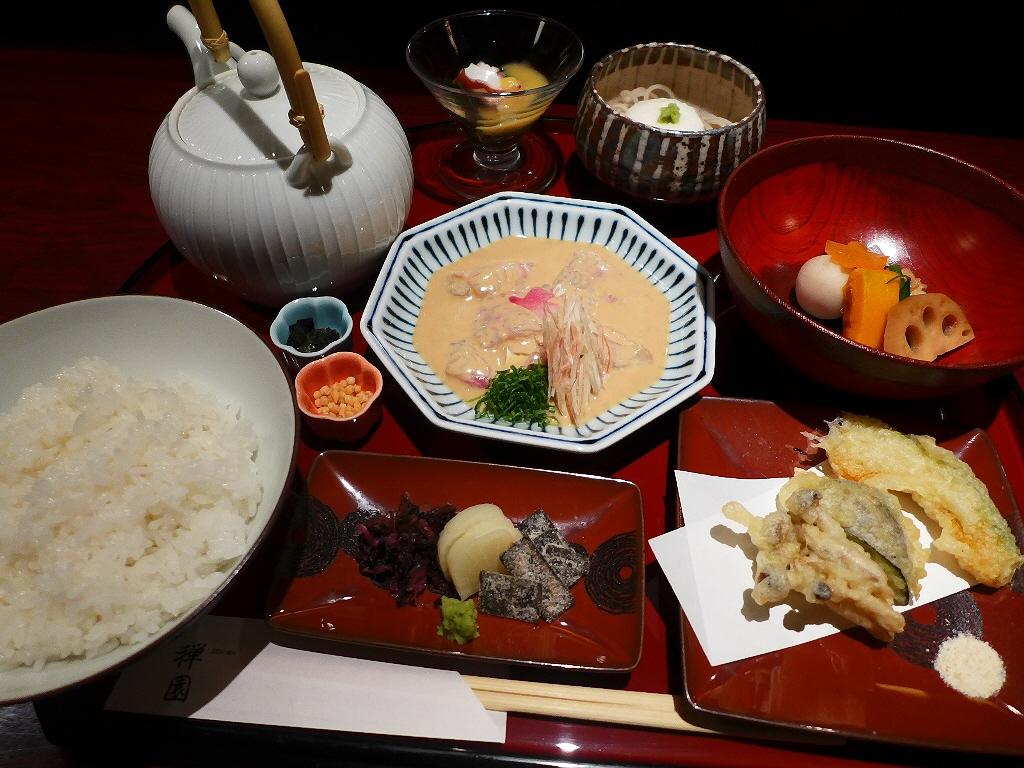 画像2: 本日のランチは心斎橋にある和食のお店「心斎橋 禅園」に行きました。ゴージャスな空間で美味しい和食が食べられるお店で、梅田のお店は何度か行ったことがありますが心斎橋のお店は初めてです!ランチタイムは様々な豪華な御膳が用意さ... emunoranchi.com
