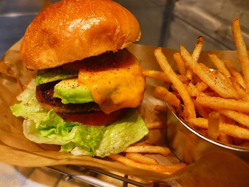 アメリカンスタイルの人気ハンバーガーショップが関西初進出! 梅田 「J.S. バーガーズカフェ イーマ梅田店」