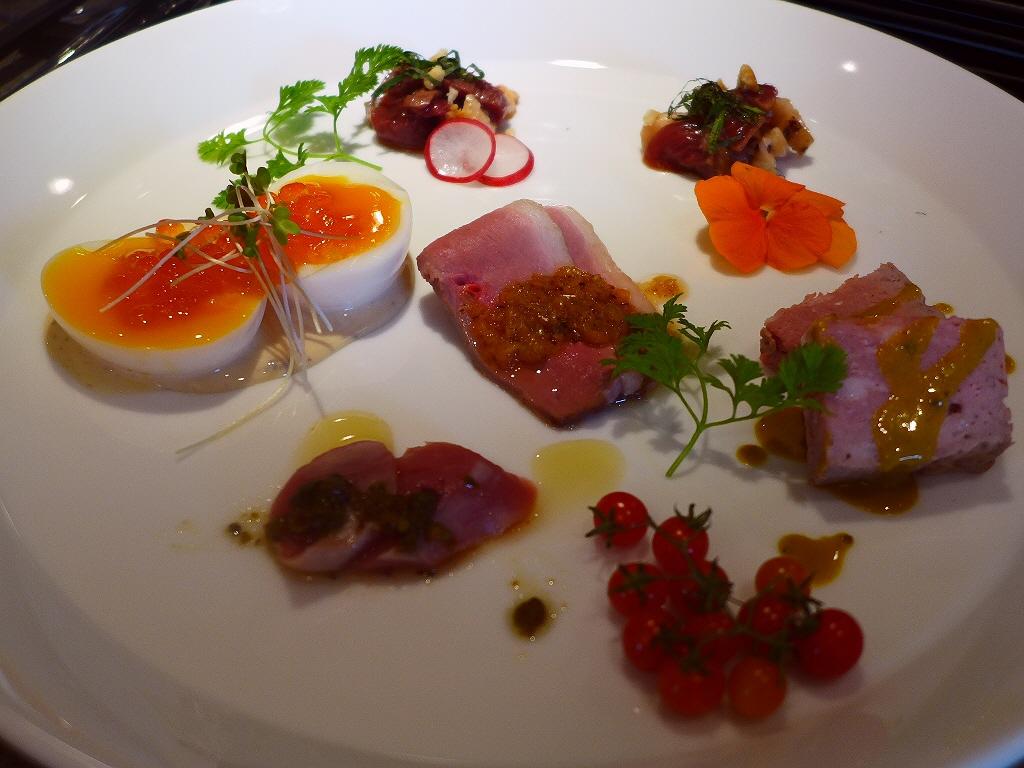 河内鴨とお蕎麦とガレットのお店は和と洋の垣根を超えた新ジャンルの味わいが楽しめます! 福島区 「foujita(フジタ)」