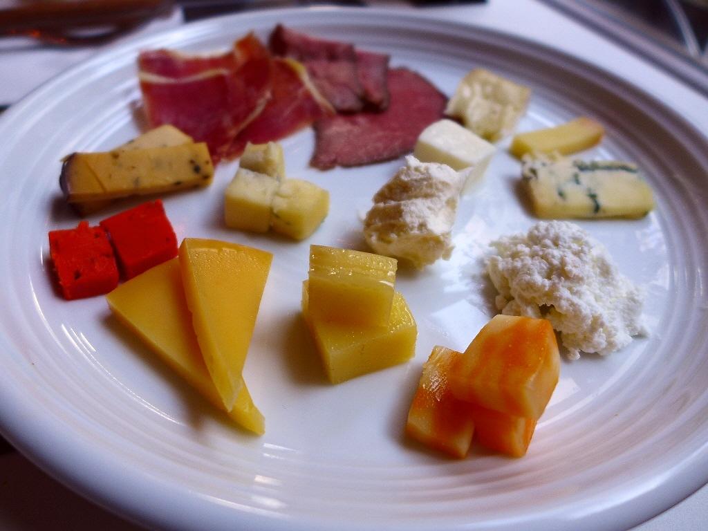 画像2: 本日のランチは梅田にあるチーズ料理とお肉料理のお店「CHEESE CRAFT WORKS & GRILL茶屋町」に行きました。 2017年2月17日(金)にグランドオープンするお店のレセプションにご招待いただきま... emunoranchi.com