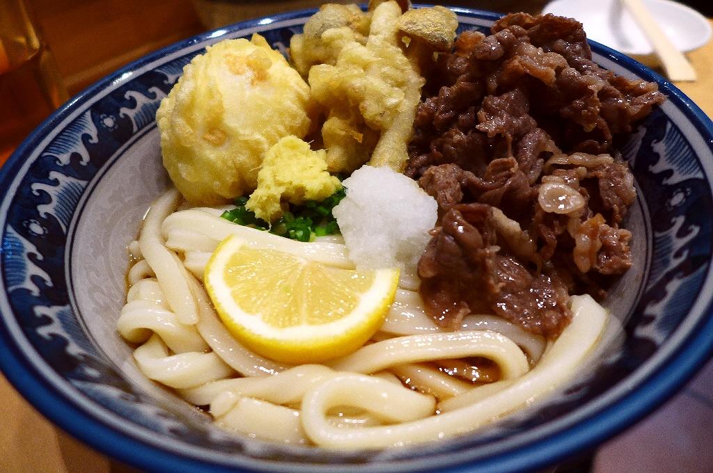 高級黒毛和牛がたっぷり乗った肉ぶっかけはとても贅沢な美味しさです! 新梅田食道街 「梅田釜たけうどん」