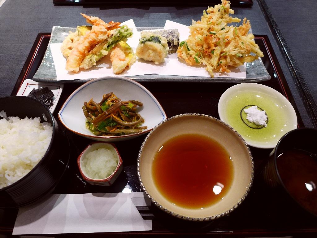 老舗の揚げたて天ぷらはとても軽くて素材の味が最大限に楽しめます! 大丸梅田店 「与太呂 梅田店」