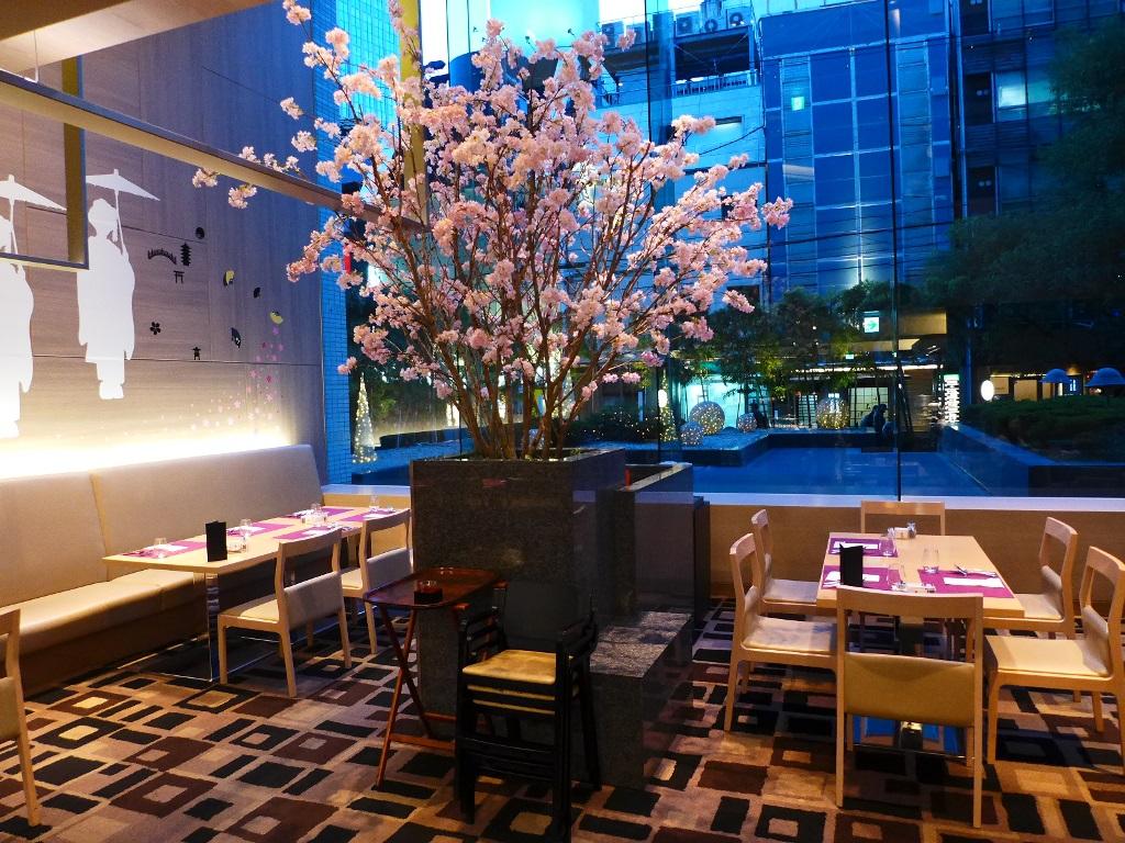 ホテルで桜を見ながら美味しいブッフェが楽しめます! ANAクラウンプラザホテル大阪 「CAFE IN THE PARK」