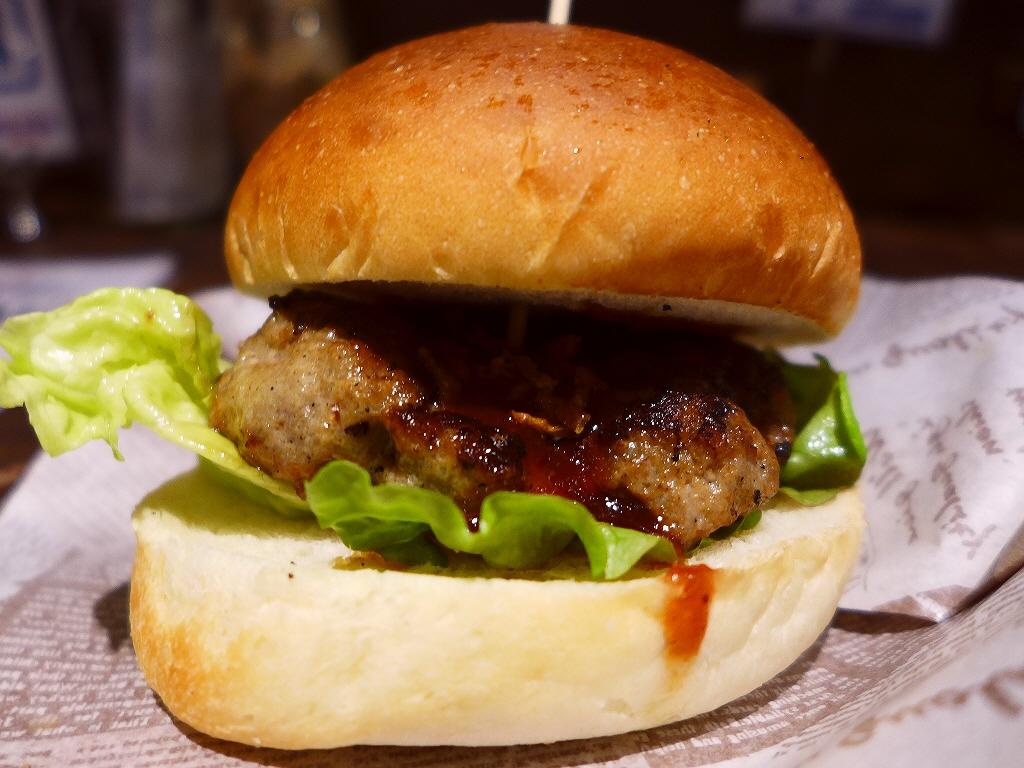 モーニングタイムは肉肉しい本格ハンバーガーが100円で食べられます! 本町 「肉が旨いカフェ NICK STOCK 本町通店」
