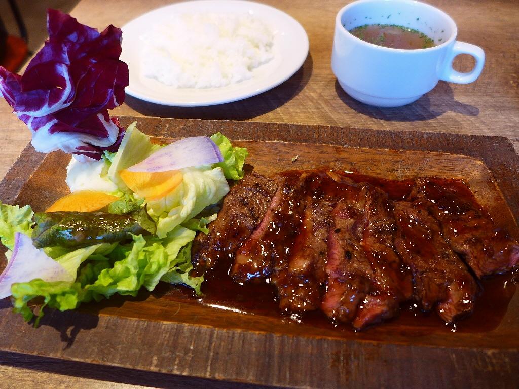 大阪の老舗焼肉屋さんプロデュースの雰囲気抜群の肉バルランチは素晴らしくお値打ちでした! 北浜 「肉バルDOMO 北浜店」