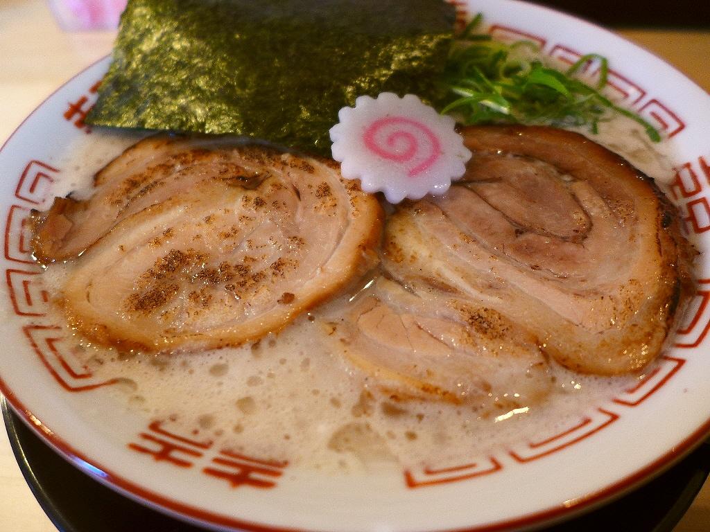 マグロ節のお出汁が鶏白湯の濃厚な旨みに絶妙にマッチします! 豊中市 「吉岡マグロ節センター」
