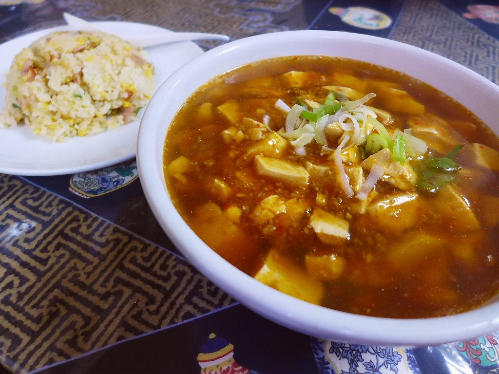 サラリーマンに絶大に支持されるたまに無性に食べたくなるジャンクな味の大衆中華! 北浜 「中国料理 龍門」