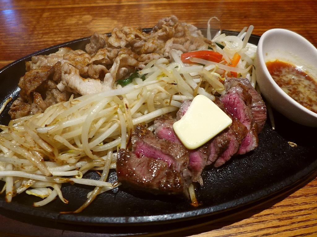 ラーメンとお肉の両方が楽しめてお腹いっぱいで満足感が高いガツめしセット! 阪急東通り商店街 「麺牛」