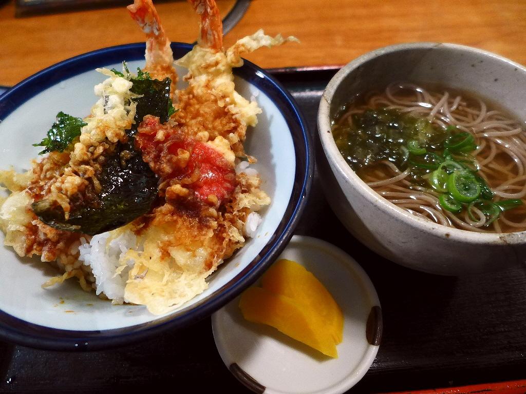 画像2: 本日のランチは西天満にあるお蕎麦屋さん「やまがそば」に行きました。 この地で長く長く営業されている、昔ながらのお蕎麦屋さんです。 強烈な二日酔いの日は、なぜかやたらこういうお店に行きたくなってしまいます(^^ お蕎麦はも... emunoranchi.com