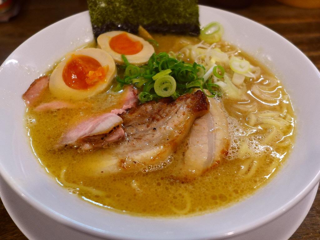 鶏の濃厚な旨みがぎゅ~っと凝縮した鶏好きにはたまらない味わいです! 谷町2 「岡本商店」