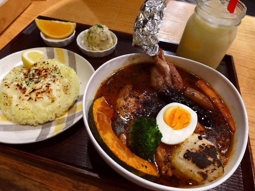 鶏料理専門バルのランチ限定超本格スープカレーの美味しさに感動しました! 東心斎橋 「鶏バル ばっかなーれ」