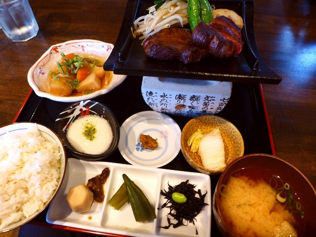 肉厚で柔らかい牛タンランチは満足感が高すぎます! 福島区 「牛タン べこ串」