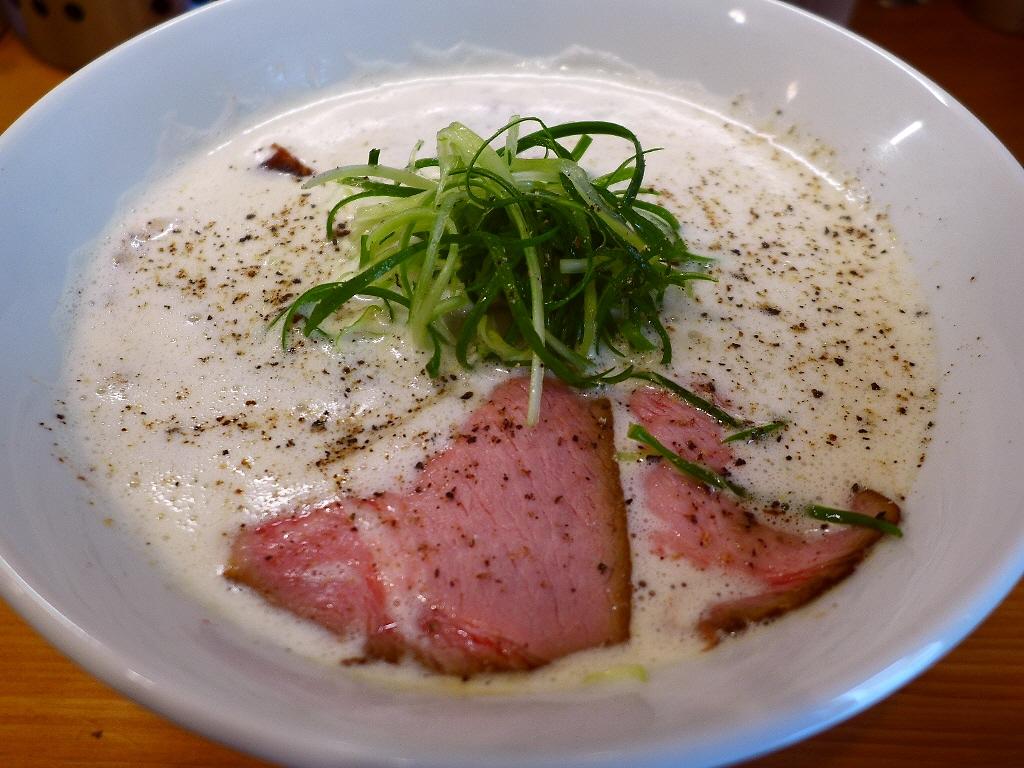 鶏と豚骨の旨みがぎゅ~っと凝縮した白湯泡泡スープは塩も絶品でした! 谷町四丁目 「Ramen 辻」
