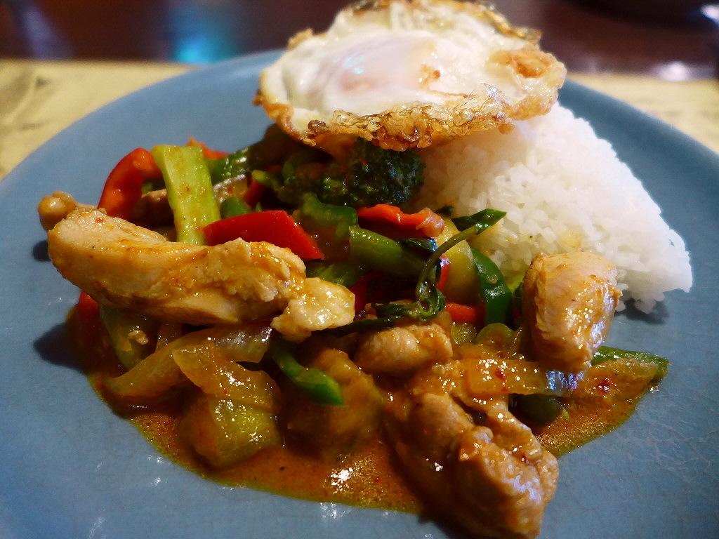 画像2: 本日のランチは北区大淀南にあるタイ料理のお店「Sweet Basil(スウィートバジル)」に行きました。 昨日タイ料理を食べてとても美味しくて、今日も食べたくなって、約6年ぶりに大好きなこちらのお店に行ってきました! 「... emunoranchi.com