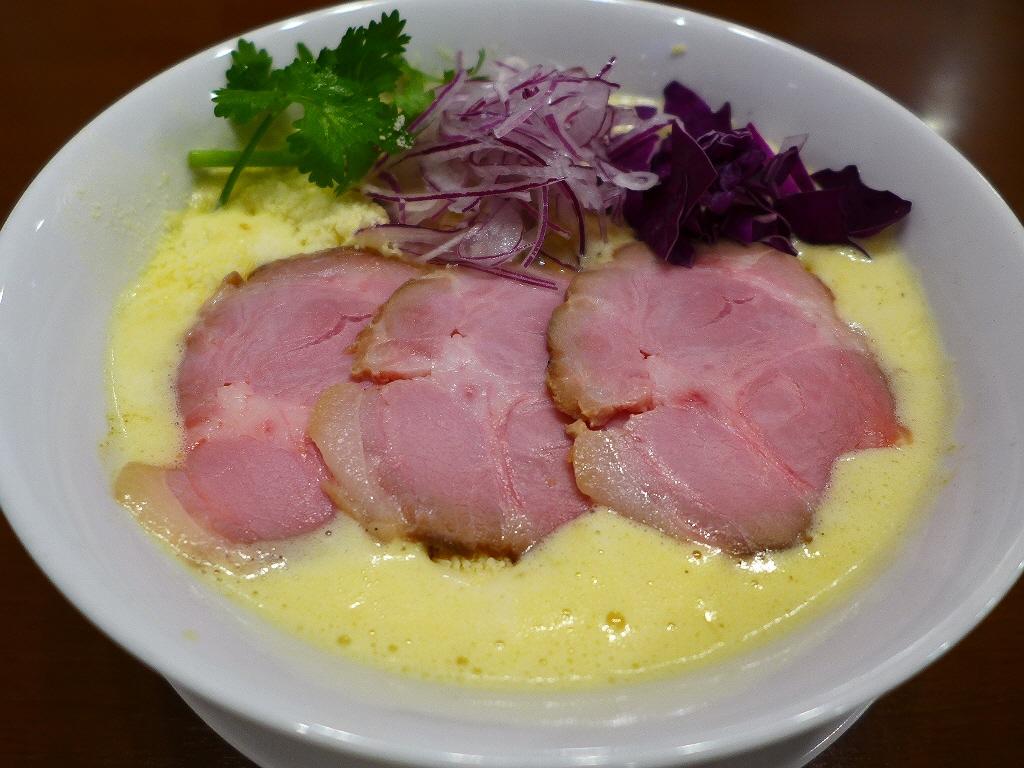 鶏の旨味が凝縮した鶏白湯スープにチーズの旨味が加わって病みつき系の美味しさです! 西田辺 「RAMEN 風見鶏 阿倍野」
