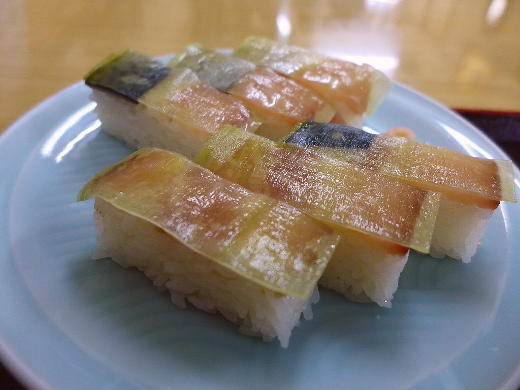 大阪名物のバッテラと揚げたての天ぷらが絶品の地元で絶大に支持される昔ながらの食堂 吹田市  「天ぷら食堂 魚徳」