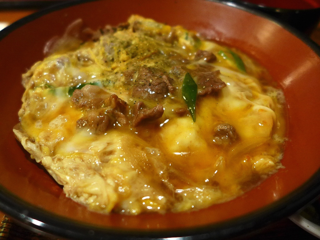 画像2: 本日のランチは福島区にあるお蕎麦屋さん「福島やまがそば」に行きました。 今朝見ていたテレビ番組の星占いで、今日の私のラッキーフードが「他人丼」だったので、今日は絶対他人丼を食べようと思いました(^^ さて、どのお店で他人... emunoranchi.com