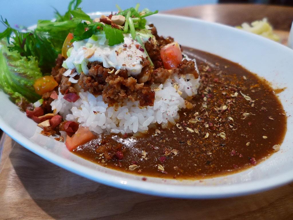 画像2: 本日のランチは西区京町堀にあるカフェ「グローブピッコラ」に行きました。 「ふわふわ玉子のポークライス」や「担々ライス」や「照り焼きチキン麻ヨネーズ」、そして先日いただいた「麻婆煮込みハンバーグ」といった、常に独創的な新ジ... emunoranchi.com