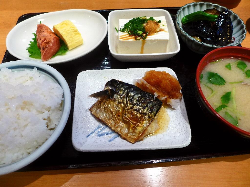 画像2: 本日のランチは難波千日前にある和食のお店居酒屋「お食事処・居酒屋 竜田屋」に行きました。 大量に並んだおかずの中から好きなものをチョイスする大衆食堂使いはもちろ、様々な一品料理も用意されていて居酒屋使いも出来る私のお気に... emunoranchi.com