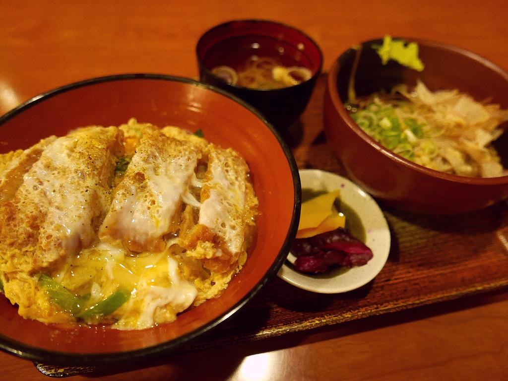 サラリーマンに絶大に支持されているお蕎麦屋さんのかつ丼はやっぱり旨かった! 福島区 「福島やまがそば」