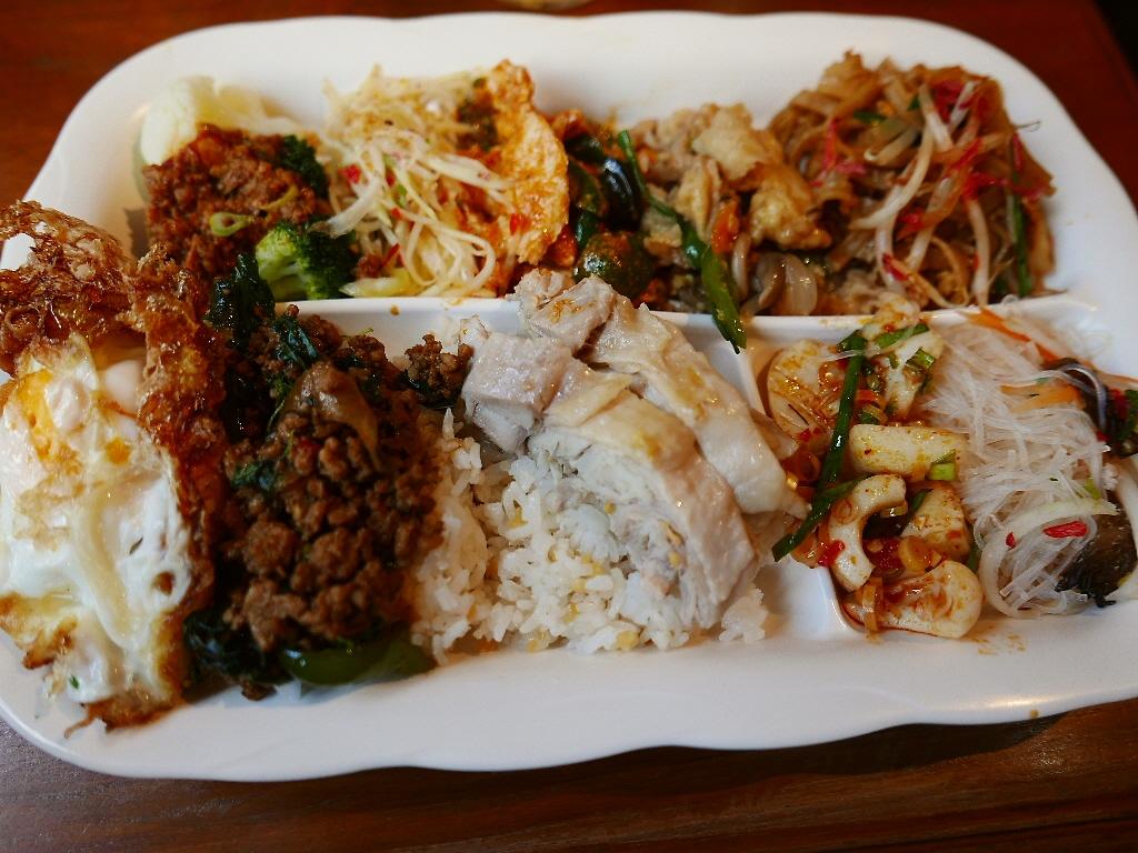 本格的な味わいの絶品タイ料理バイキングにハマってしまってまたまた行ってきました! 道頓堀 「クンテープ 道頓堀店」
