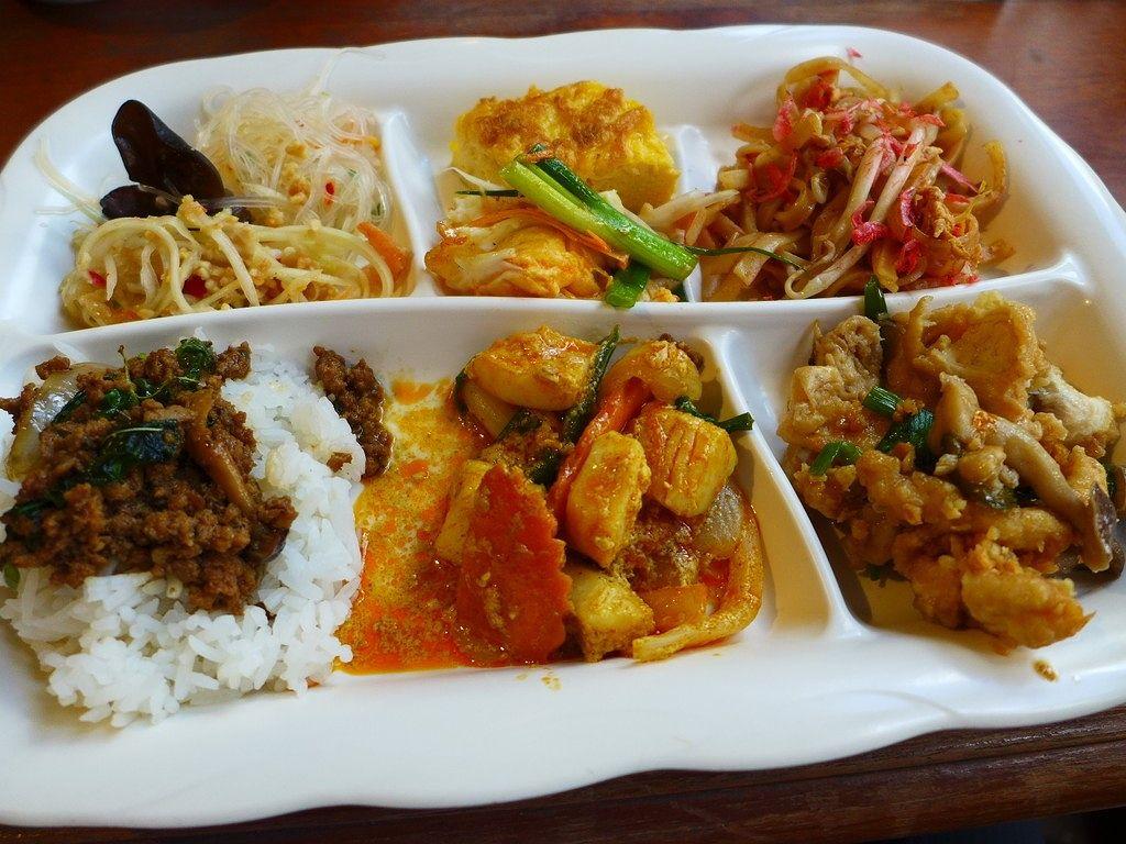 タイ人シェフによる本格的な絶品タイ料理が食べ放題のお得ランチ! 道頓堀 「クンテープ 道頓堀店」