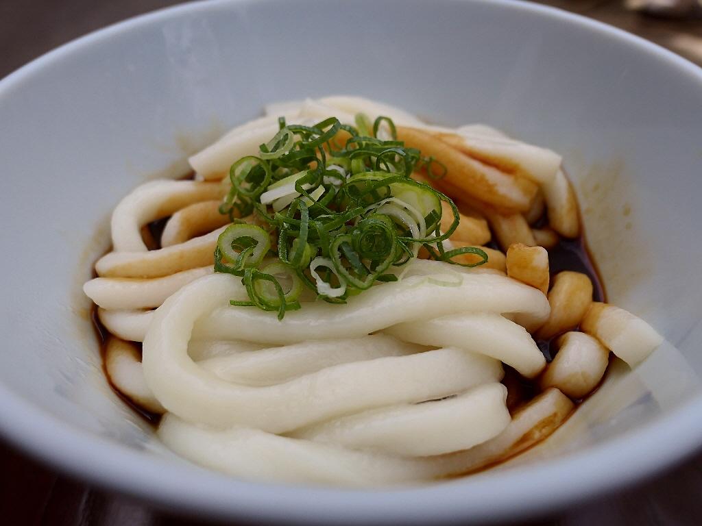 伊勢の名物伊勢うどんのふわふわの優しい食感は癒される美味しさです! 三重県伊勢市 「ふくすけ」