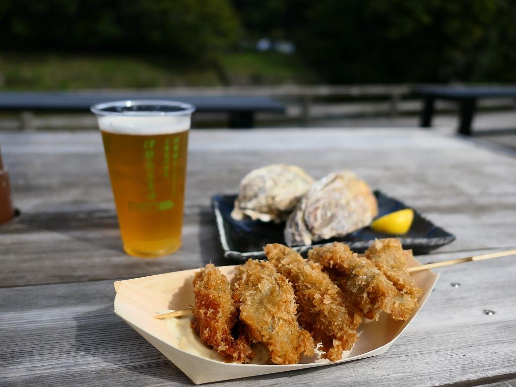 五十鈴川のほとりで揚げたてのカキフライと焼き立ての焼き牡蠣と伊勢の地ビールがいただけます! 三重県伊勢市 「伊勢角屋麦酒 内宮前店」
