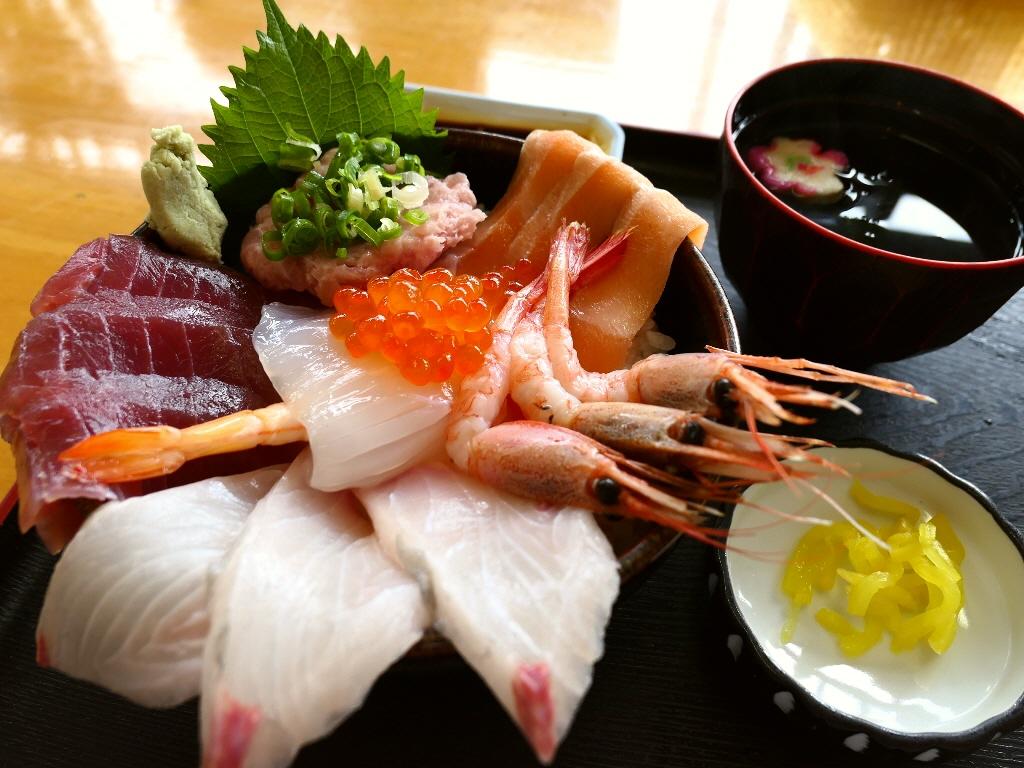 Mの朝ごはん 朝から開いている御食事処で豪華な海鮮丼! 三重県伊勢市 「和食処なぎさや」