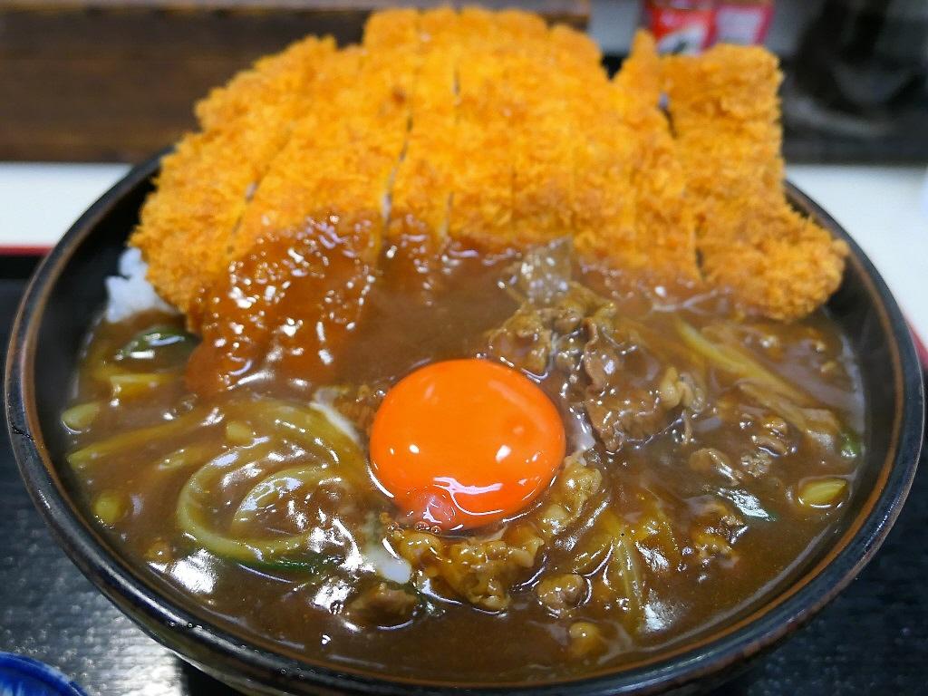 行列ができるお蕎麦屋さんのお出汁が効きまくりのカツカレー丼は美味しくてボリューム満点で満足感が高すぎます! 日本橋 「まる栄」