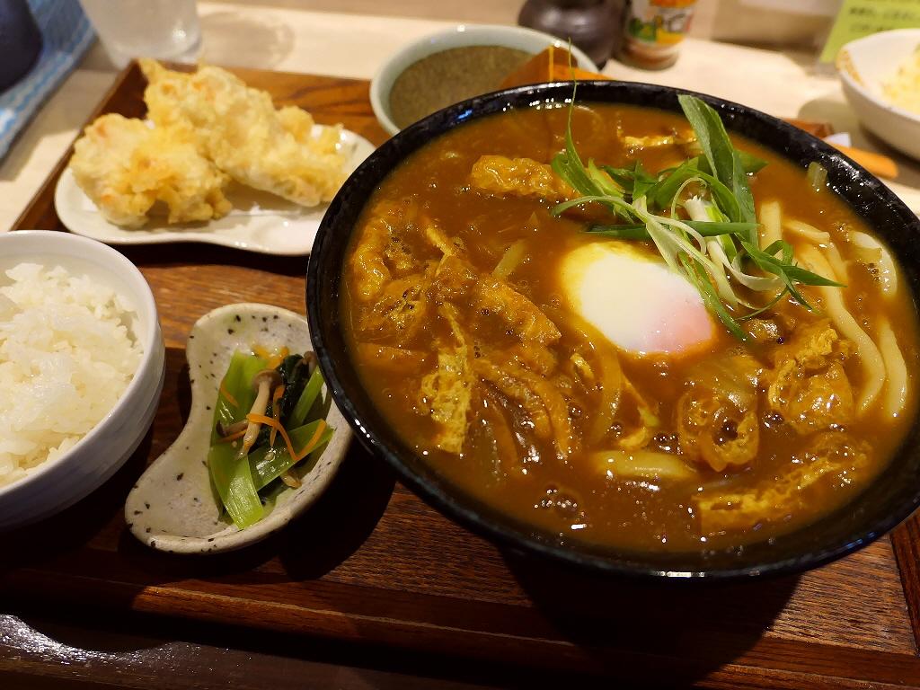 地元で絶大に支持される名門出身のご主人によるカレーうどんは絶品でした! 茨木市 「手打ちうどん ひだりうま」